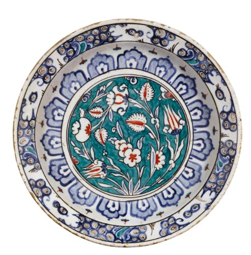 An Iznik polychrome pottery dish, Turkey, circa 1590 | Lot | Sotheby's