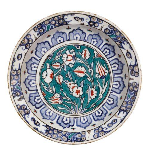 An Iznik polychrome pottery dish, Turkey, circa 1590 | Lot | Sotheby's