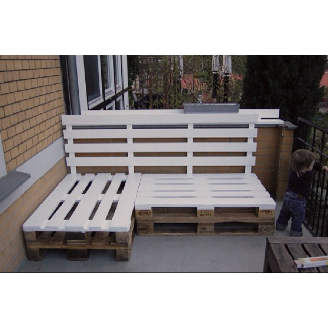 Pallet bench. For the backyard seating area