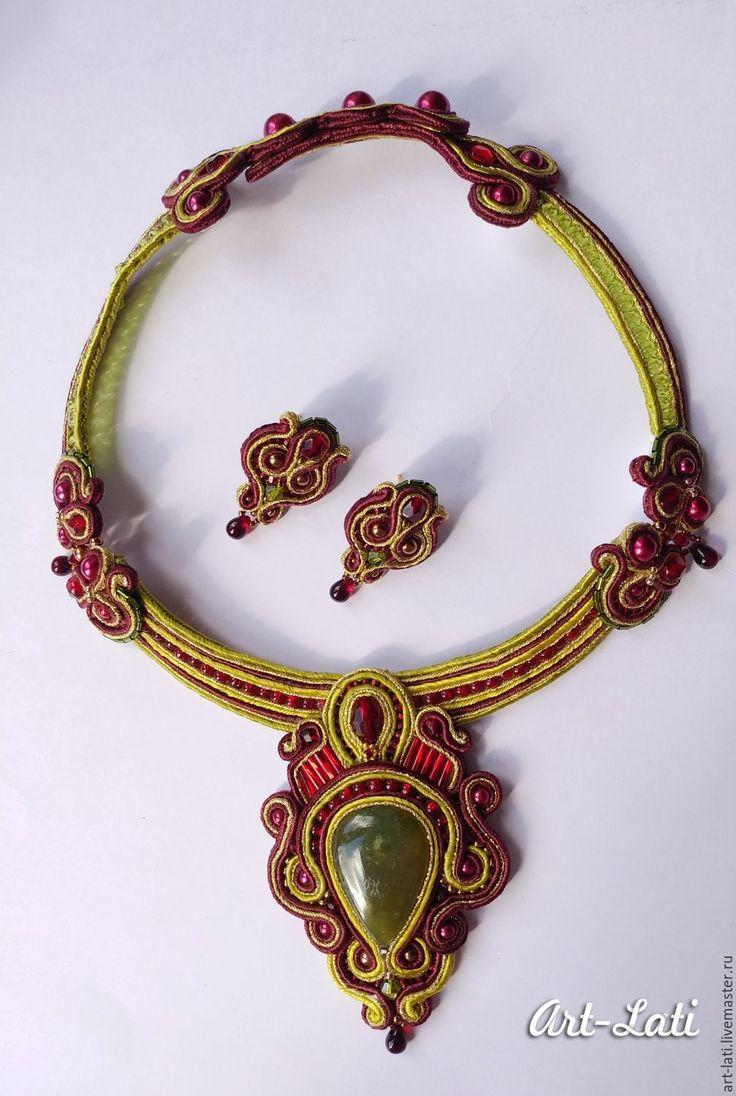 """Купить Комплект """"Souvenirs"""" - бордовый, золотой, зеленое яблоко, колье ручной работы, колье сутажное"""