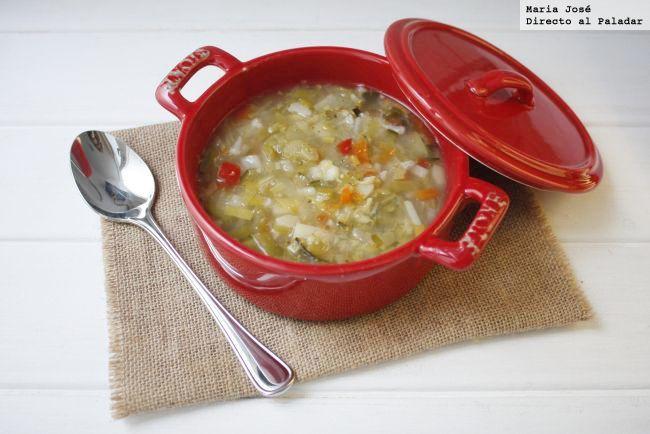 ¡Liviana, rica y saludable!  Una deliciosa sopa con verduras para la cena de hoy.