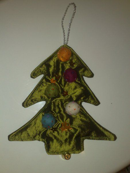 "xmas tree made of ""leftovers"""