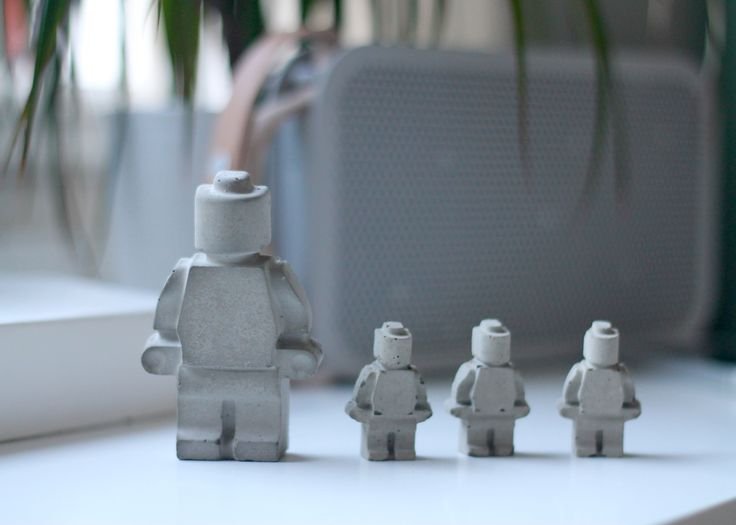 The little plastic Lego men, we all know them. Now you can make Lego the men a part of your decor, with these concrete Lego men. Below is the guide to the beautiful lego men.