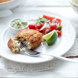 Kotlety rybne - fishcakes z sosem majonezowo - kaparowym