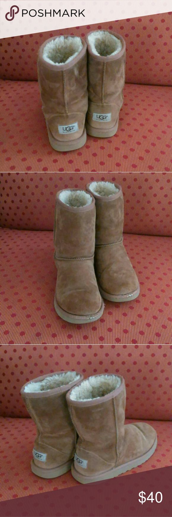 """CHESTNUT 🌰 UGGS AUSTRALIA BOOTS Size 4 Really Cute Chestnut UGGS Australia Boots perfect for Winter.They are Classic Short Style and have a Genuine Sheepskin Lining. They are in great condition with only slight wear on the toe.  Approximate Measurements:  Size 4 HEIGHT-8"""" WIDTH-4"""" BOOT TOP-6"""" ROUND OPENING-12"""" UGGS Shoes Winter & Rain Boots"""