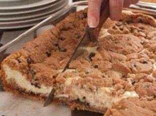 Chocolate Chip Cookie Cheesecake---- seems very easy, and delicious