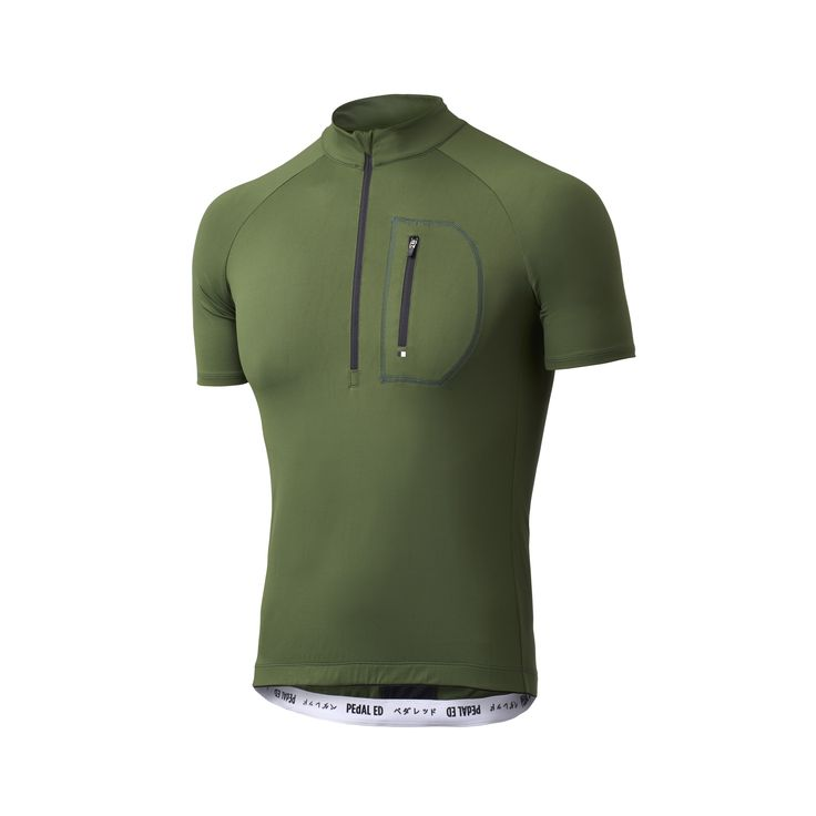 Designed for comfort on long journeys, the fine tech fibers of this cycling jersey perfectly combine the softest textile with advanced technical features, regulating temperature efficiently on longer or shorter distance rides.