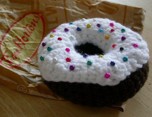 Donut Amigurumi - Patrón Gratis en Español aquí: http://amigurumiplanet.blogspot.com.ar/2013/04/donuts-crochet-traduccion.html#more