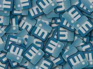 COME TROVARE NUOVE OPPORTUNITÀ DI BUSINESS CON LINKEDIN Con più di 450 milioni di iscritti, LinkedIn non è solo una piattaforma per cercare lavoro, bensì un luogo dove far crescere la propria attività.    Si tratta infatti di un enorme luogo di incont #linkedin #business #assistente #virtuale