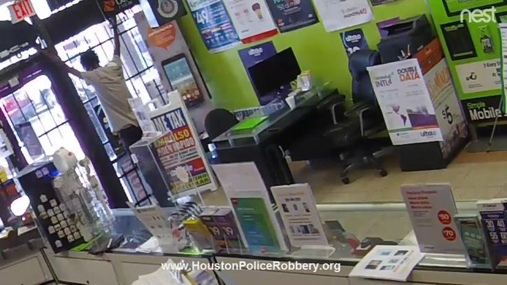 Phone store employee locks man in store during attempted robbery in Houston | abc7.com