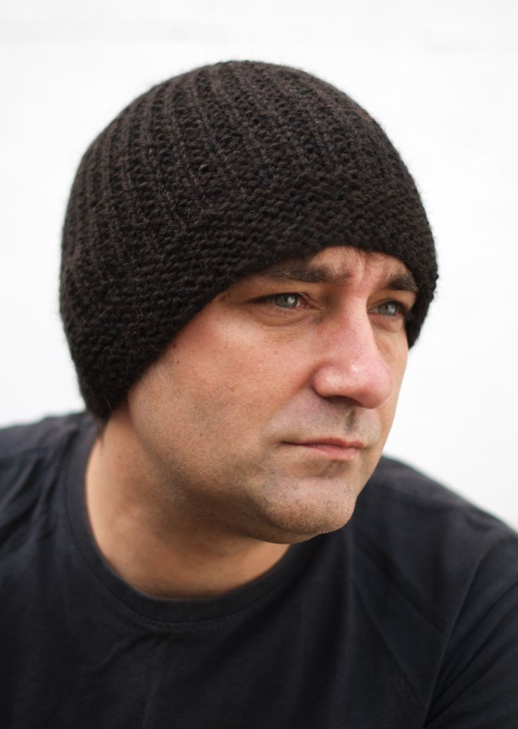 Geko Mens Beanie Hat Kit - designed by the super talented Woolly Wormhead, this is a fully reversible beanie hat. Knitted in the round using our all natural Alapca/Wool blend.