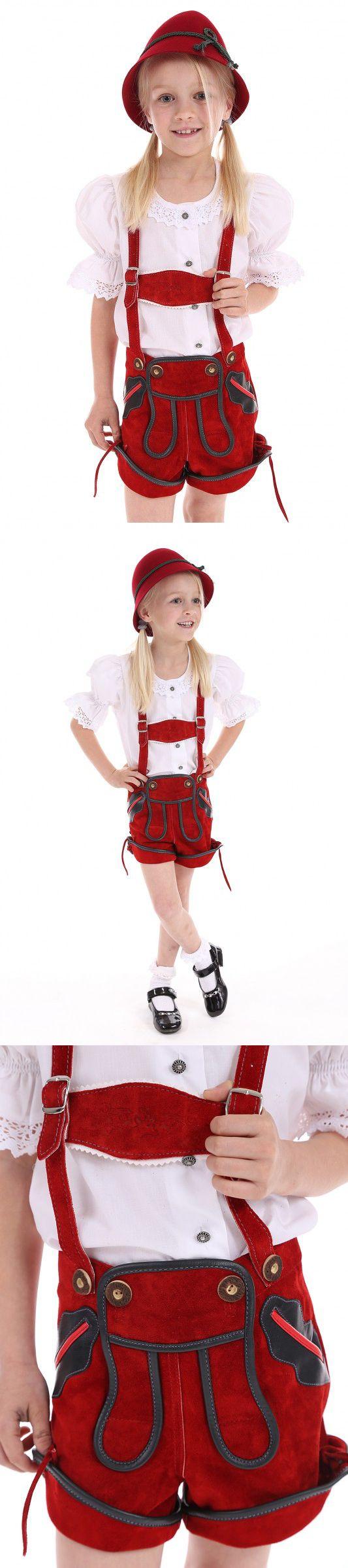 St. Peter Trachten - Rote #kurze_Lederhose für Mädchen von St. Peter Trachten. ~ Eine grüner Einfassung am Latz ,an den Taschen und am Beinabschluss schmücken diese rote #Maedchen_Lederhose. ~ Die bestickten Träger sind abnehm-und verstellbar. ~ Komplettieren Sie diese #Kinder_Lederhose mit einem schicken weißen oder karierten Trachtenhemd, Trachtenstrümpfe und Trachtenschuhe