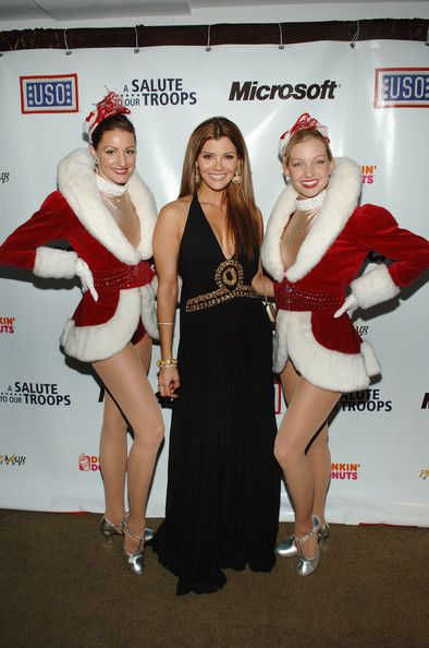 Ali Landry Photos Photos - Actress Ali Landry (C) poses with the Rockettes at 'A Salute To Our troops' ceremony hosted by Microsoft Corporation and the United Service Organizations (USO) at Rockefeller Center's Rainbow Room on November 12, 2007 in New York City. - A Salute To Our Troops Presented By Microsoft And The USO - Inside