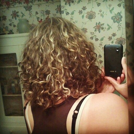 Natural curls, used garnier fructis curl gel cream, herbal essences mousse, loreal sleek it, and suave heat defense cream, let it air dry so its slightly damp, then use a blow dryer on the highest heat setting, on low. No diffuser used. :)