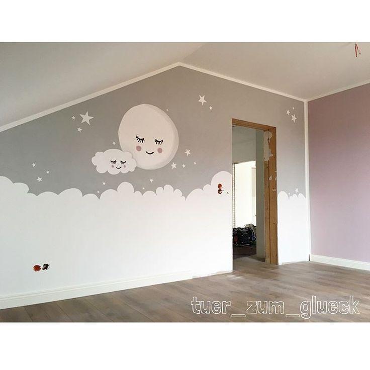 Endlich haben wir das Wandbild im Babyzimmer fertig 👶🏼🤰🏻🎀 Hat mich auch nur minimal Nerven gekostet 👻 Mit Lukes Zimmer haben wir auc…