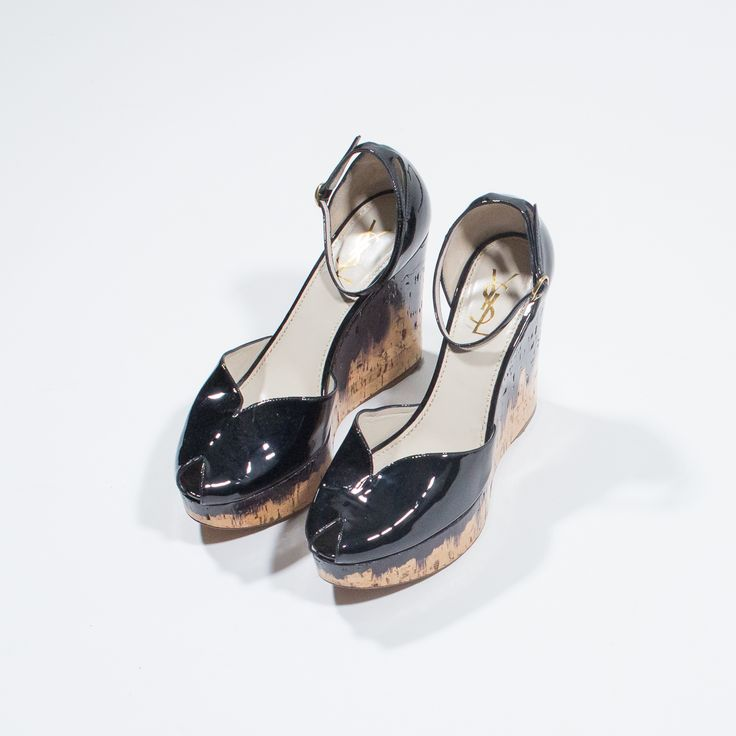 ✦ CLICK TO BUY ✦ YVES SAINT LAURENT - Black leather shoes - Zeppe in pelle e vernice nera - Millesimè Vintage clothing & accessories