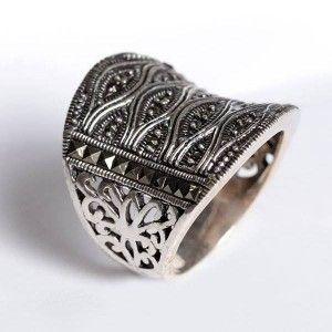 Markazit taşlarla işlenmiş, 925 ayar muhteşem gümüş bayan yüzük