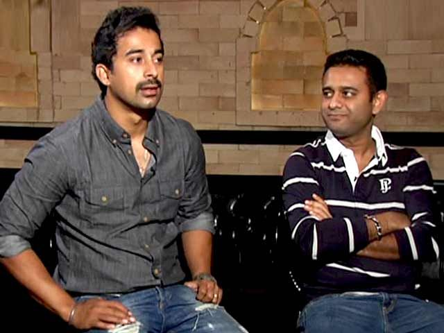 Meet the Handsome Hunks of Bollywood - Suneil Shetty and Rannvijay Singh http://www.ndtv.com/video/player/making-of-the-movie/meet-the-handsome-hunks-of-bollywood-suneil-shetty-and-rannvijay-singh/339580