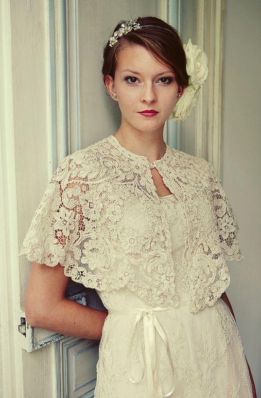 """Những mẫu áo choàng """"hoa lệ"""" cho cô dâu mùa đông 3"""