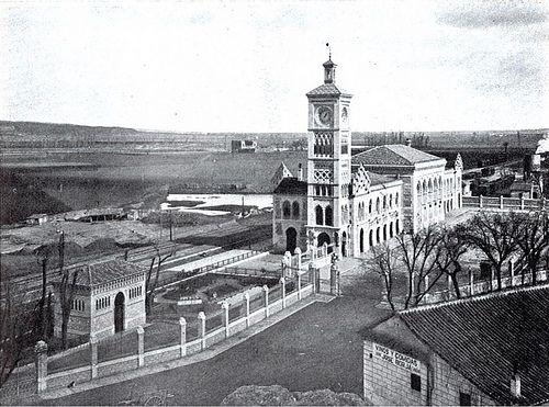Estación de Ferrocarril hacia 1920. Al fondo el camino de la Senda Galiana y los Palacios de Galiana