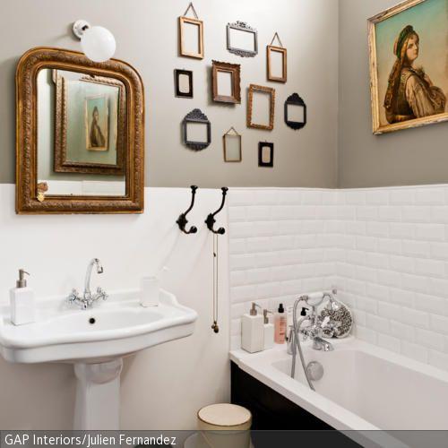 Ein bisschen Kunst kann jedes Badezimmer gut vertragen: Damit das Badezimmer nicht zu clean wirkt, schaffen antike Bilderrahmen und Spiegel Abhilfe. Als …