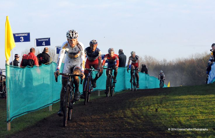 World Cup champion, Kevin Pauwels, Belgium, leading the group. Kevin went on to win the Men's Milton Keynes Cyclo-cross round.