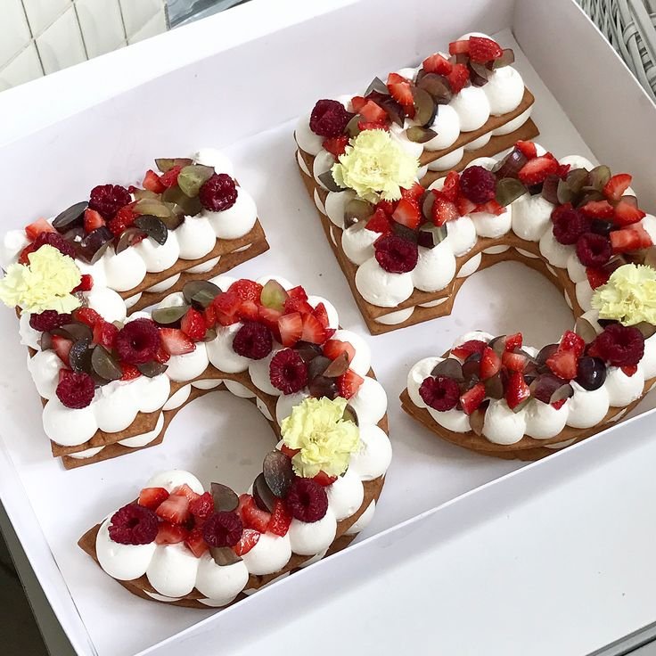 חמסה חמסה ✋ מזל טוב  #gargeran #cake #raspberry #strawberry #biscuit #vanilla #flower