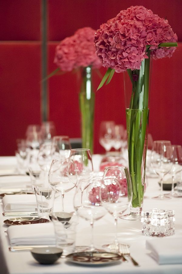 Rich red flowers make the most important day of your life shine with absolute perfection at Grand Hyatt Berlin.