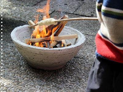 Perlenhuhn: Feuerschale aus Beton selbstgemacht + Stockbrot