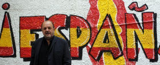 Ultras con piel de ONG @ ccaa.elpais.com -- Una banda de chuloplayas de gimnasio que integran su ideología retrógrada y ultrafascista en la sociedad mediante su caridad populista y su demagógica demonización de inmigrantes, una cabeza de turco como cualquier otra a la que responsabilizar del pauperismo que aflige a sus votantes y militantes: señores, esto es España. (vía @JosepQF)