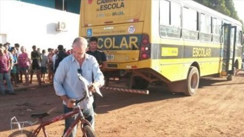 Tragédia,ônibus escolar atropela duas crianças