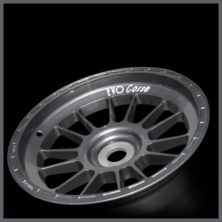 FormulaCorse is the 13-inch aluminum alloy wheel for single seaters with lightness and strength absolutely not conventional. | EVO Corse Racing Wheels #evocorsewheels #formulacorse #anthracitecolor #f3 #formula3 #followus