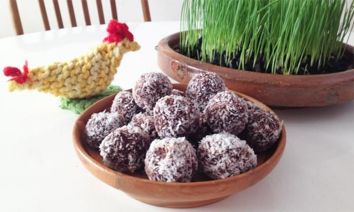 These raw cacao balls will keep tummies fuller for longer. They're gluten-free, nut-free and dairy-free; plus they're full of vitamins, minerals, antioxidants and lots of good stuff - and they're absolutely delicious!