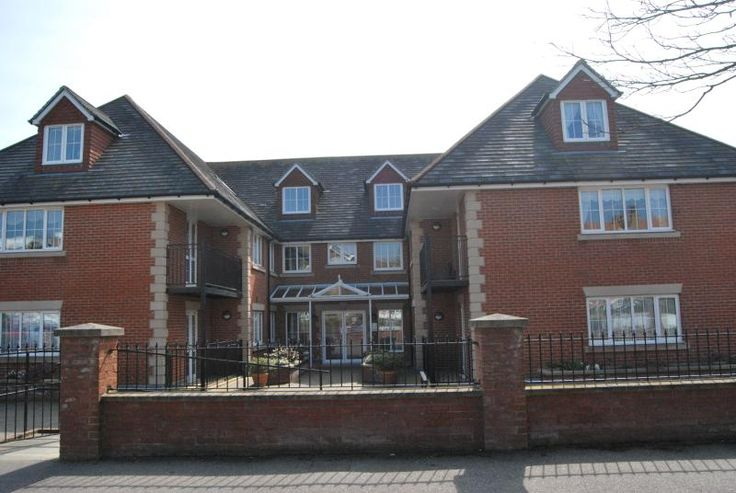 1 Bedroom Apartment in Bexhill-on-Sea to rent from £400 pw, within 15 mins walk of a Golf course. Also with balcony/terrace and TV.