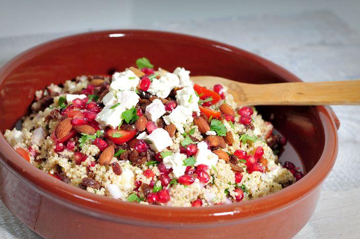 Quinoa salade met feta en granaatappel / Quinoa salad with white cheese and pomegranate (in Dutch)