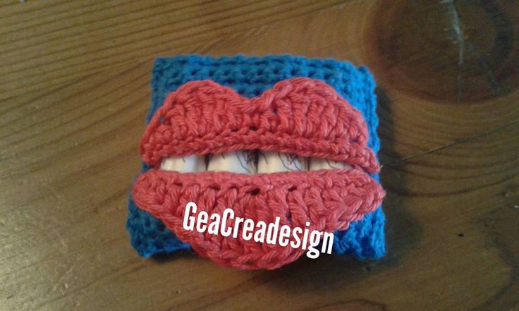 free pattern/gratis patroon http://www.ravelry.com/patterns/library/tampontasje-holder-lips 18058219_1928855854009993_8114124482868995454_n.jpg (960×576)