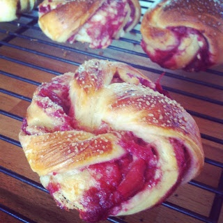 Snurrer med rabarber og marcipan Marcipan and rubarb swirleys