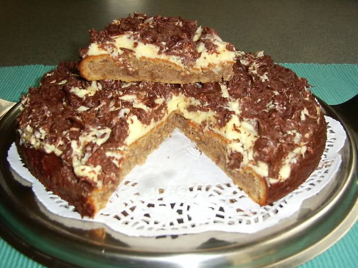 Recept om zelf de Daim taart van IKEA te maken. Voor de daim snoepjes kan je als je die hier niet vindt Maltezers of de crunch chocolade van Nestlé gebruiken, ik heb voor dit recept wel 1/3 meer gebruikt dan de aangegeven hoeveelheid.