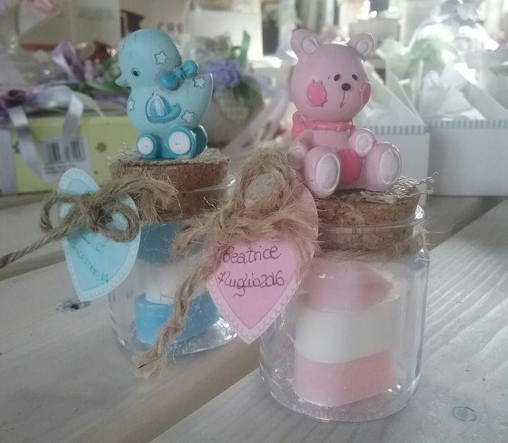 Barattolini vetro tappo sughero; decoro animaletti; saponettina cuore due colori; cartoncino cuore personizzato scritto a mano; corda; battesimo
