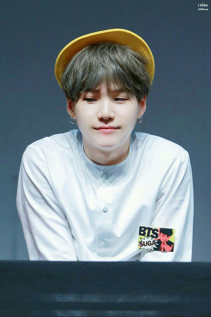 Awww why is yoongi so cute!!! | Min Yoongi in 2019 | Bts ...