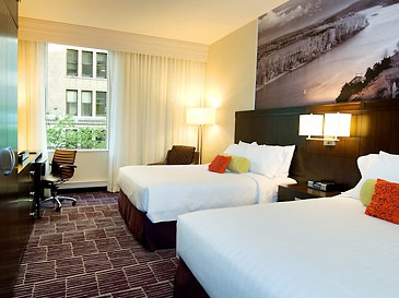 Downtown Portland Hotels | Hotels Portland OR | Courtyard Portland City Center #gscertified #green #sustainable #ecofriendly