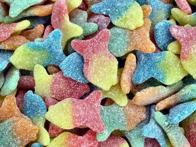 Pin gummy fish cake ideas and designs for Gummy fish candy