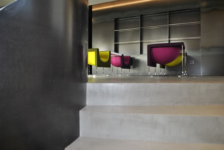 #Oficina #moderno #contract via @planreforma #doble altura #barandillas #iluminacion #microcemento
