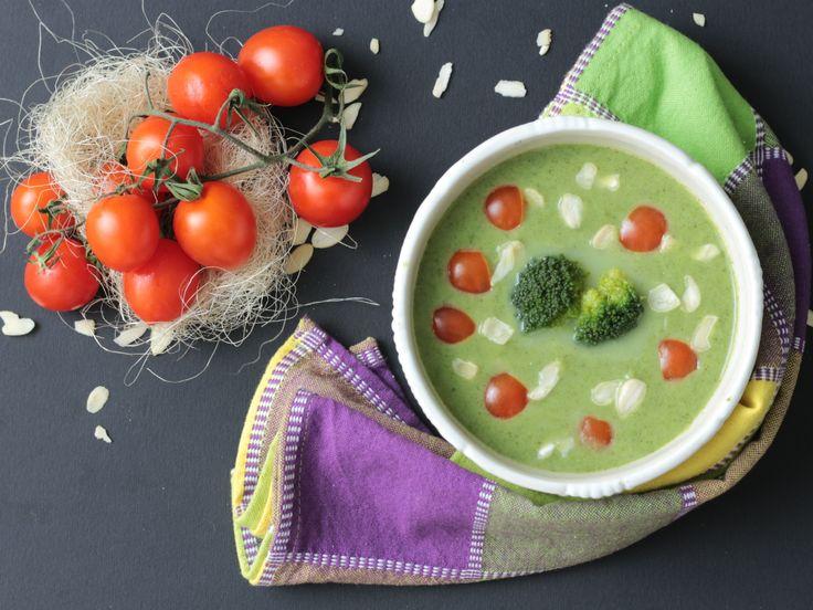 Crema di broccoli pomodorini e mandorle