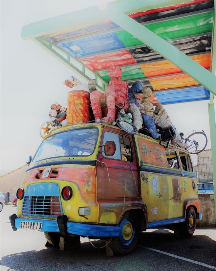 "JP Blachere (@fondation_blachere) op Instagram: 'Benin's #DominiqueZinkpe's classic #Renault transporter van entitled ""Taxi Brousse"" is one the…'"
