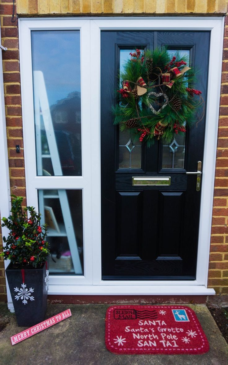 Do you love decorating your home? Both inside and outside? I have been decorating my Christmas front door and making it all welcoming and Christmassy. With red and green decorations with a black front door. I even have a Christmas front doormat. #Christmas #Christmasfrontdoor #Redandgreendecorations