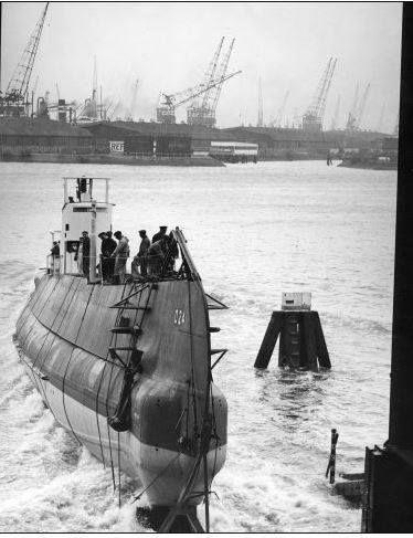 Onderzeeboten, duikboten, U-boten.Tewaterlating van de Nederlandse diesel-electrische onderzeeboot 0 24 op de werf van de RDM. Nederland, Rotterdam, 18 maart 1940
