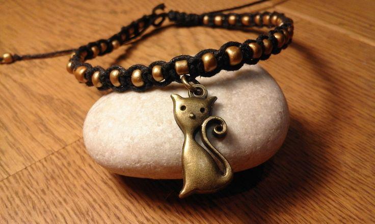 čičina+Nákotník+černé+barvy+se+zlatým+rokajlem+a+starozlatou+kočkou.