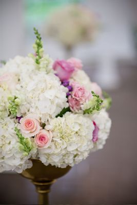 White and Purple Wedding Flowers / Centerpiece