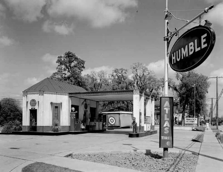 vintage gas stations | photo of a similar-era Humble Oil Service Station shows how Oak ...